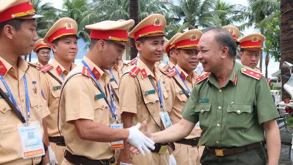 Trung tướng Lê Đông Phong làm việc với cán bộ CSGT - Sputnik Việt Nam