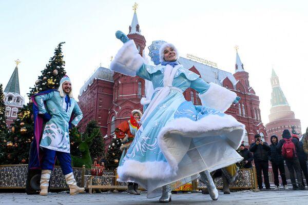 """Các nghệ sĩ biểu diễn tại Liên hoan """"Cuộc du ngoạn Giáng sinh"""" ở Matxcơva - Sputnik Việt Nam"""