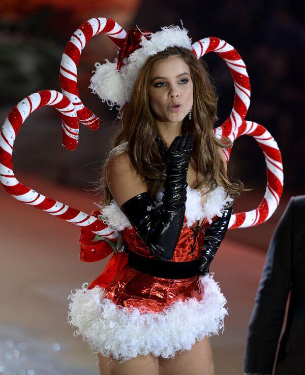 Người mẫu Hungary Barbara Palvin trong buổi trình diễn thời trang của Victoria `Secret ở New York - Sputnik Việt Nam