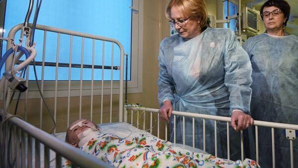 Em bé 11 tháng tuổi được cứu từ đống đổ nát ở Magnitogorsk đã hồi tỉnh - Sputnik Việt Nam