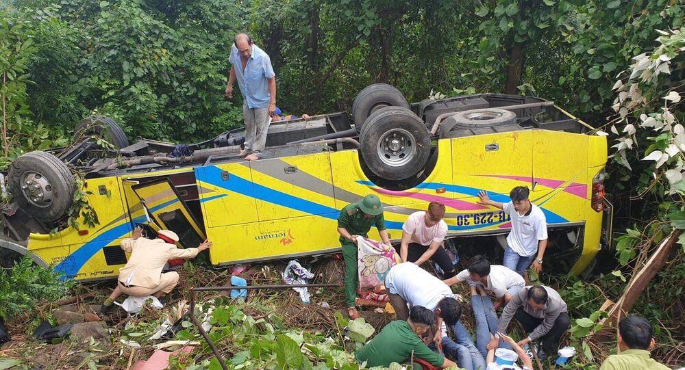 Hiện trường vụ xe khách lao xuống vực đèo Hải Vân.