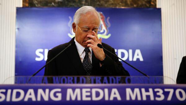 Thủ tướng Malaysia Najib Razak, trước khi phát biểu tại một cuộc họp báo đặc biệt công bố phát hiện về chuyến bay xấu số MH370 tại Kuala Lumpur, Malaysia 6 tháng 8 năm 2015 - Sputnik Việt Nam