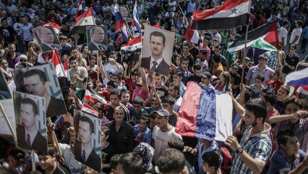 Mít tinh ủng hộ Tổng thống Syria Bashar Assad và Tổng thống Nga Vladimir Putin tại Latakia, Syria - Sputnik Việt Nam