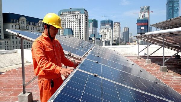 EVN HANOI lắp đặt miễn phí điện mặt trời cho hộ nghèo ở Quốc Oai. - Sputnik Việt Nam