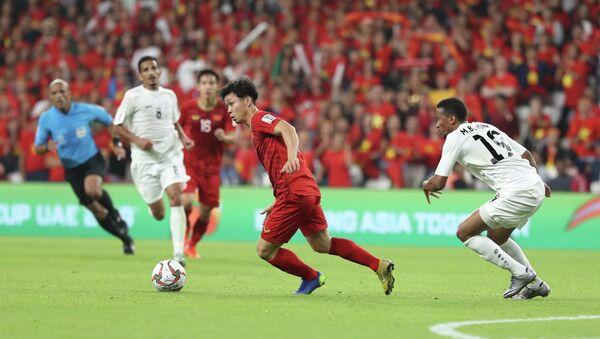 Tiền đạo Công Phượng (10) đã có một trận đấu không được như ý. - Sputnik Việt Nam
