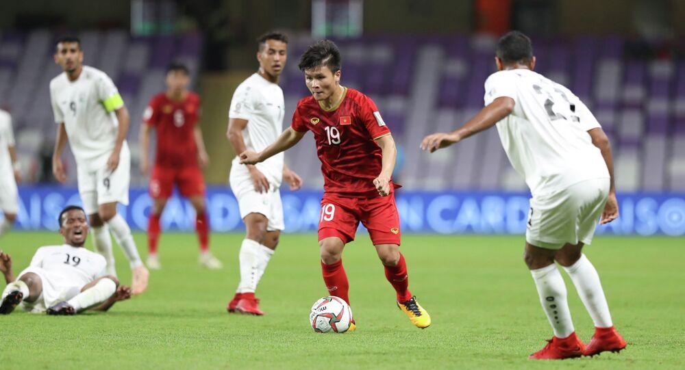 Tiền vệ Quang Hải (19) tiếp tục có một trận thi đấu ấn tượng, trong đó có pha sút phạt đẳng cấp mở tỷ số trận đấu ở phút thứ 39.