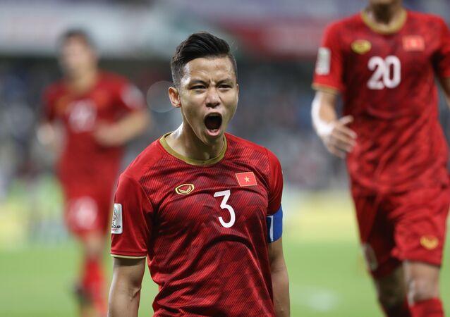 Đội trưởng Quế Ngọc Hải ghi bàn nâng tỷ số lên 2-0 cho đội tuyển Việt Nam.