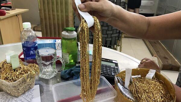 2 đối tượng đưa hơn 14,3 kg vàng không rõ nguồn gốc đi bán - Sputnik Việt Nam