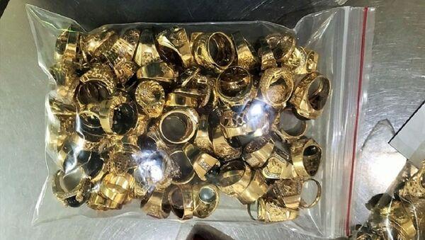 Số vàng tây mà 2 đối tượng đem bán là hơn 230 lượng - Sputnik Việt Nam