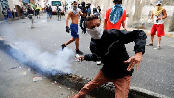 Đụng độ giữa người biểu tình ủng hộ Lực lượng Vệ binh Quốc gia và cảnh sát ở trung tâm Caracas, Venezuela - Sputnik Việt Nam
