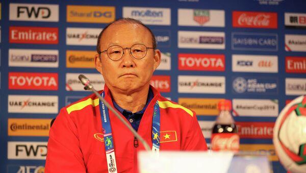 HLV Park Hang-seo tại buổi họp báo trước trận đấu gặp Nhật Bản. - Sputnik Việt Nam