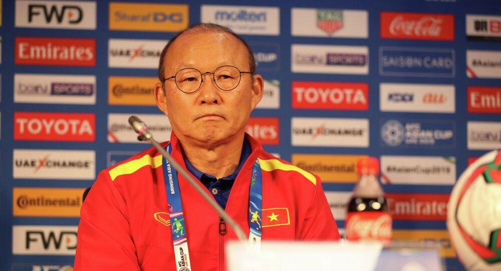 HLV Park Hang-seo tại buổi họp báo trước trận đấu gặp Nhật Bản.