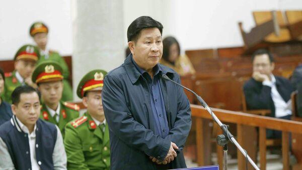 Bị cáo Bùi Văn Thành (sinh ngày 08/8/1959, cựu Trung tướng, Thứ trưởng Bộ Công an) khai báo trước tòa. - Sputnik Việt Nam