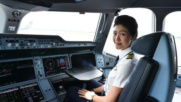 Cơ trưởng Huỳnh Lý Đông Phương của Vietnam Airlines - Sputnik Việt Nam