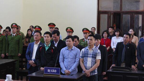 Các bị cáo nghe Hội đồng xét xử tuyên án. - Sputnik Việt Nam