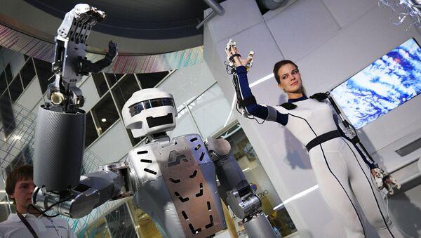 Robot hình người SAR-401 - Sputnik Việt Nam