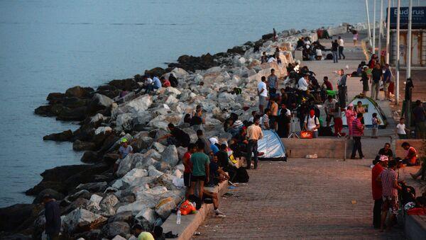 Người tị nạn Trung Đông tại cảng Mytilene trên đảo Lesbos của Hy Lạp - Sputnik Việt Nam
