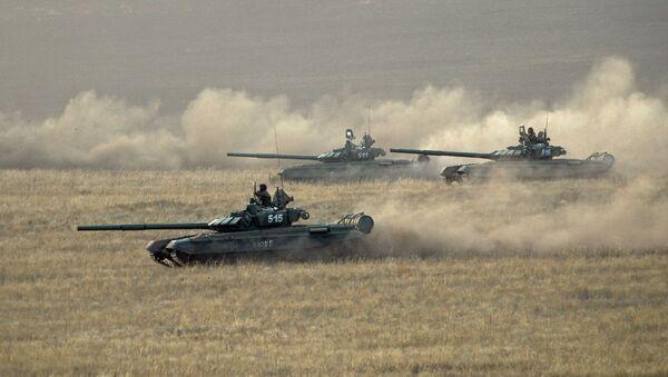 Xe tăng lực lượng vũ trang của Nga cuộc tập trận chiến lược Trung tâm-2015 tại tỉnh Orenburg - Sputnik Việt Nam