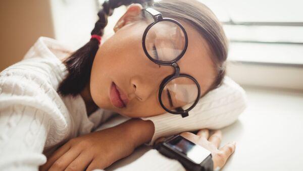 Có thể học ngoại ngữ khi đang ngủ không? - Sputnik Việt Nam