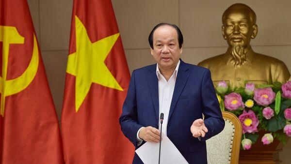 Bộ trưởng Mai Tiến Dũng cho biết, sau khi Ủy ban Kiểm tra Trung ương có kết luận và đề xuất xử lý kỷ luật, cách chức đối với Thứ trưởng Hồ Thị Kim Thoa, nếu Ban Bí thư Trung ương đồng ý với đề xuất của Uỷ ban Kiểm tra Trung ương thì các cơ quan chức năng sẽ tiếp tục các bước xử lý đối với Thứ trưởng Thoa. - Sputnik Việt Nam