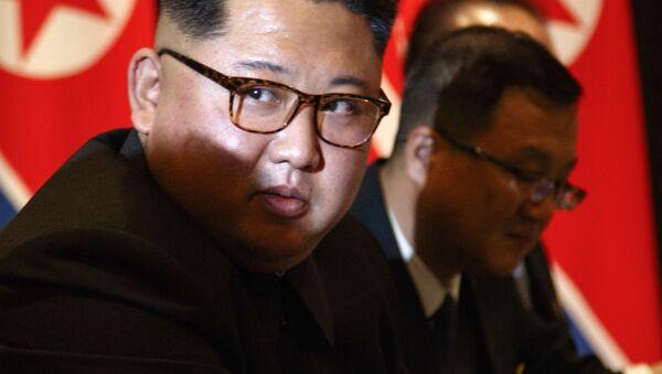 Nhà lãnh đạo Triều Tiên Kim Jong-un tại cuộc gặp với Tổng thống Mỹ Donald Trump ở Singapore trong khuôn khổ Hội nghị thượng đỉnh Mỹ-Triều Tiên lần 1 - Sputnik Việt Nam