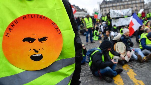 Thành viên hoạt động phản kháng Áo gi lê vàng ở Paris - Sputnik Việt Nam
