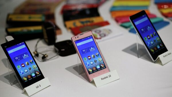 Three models of China's Xiaomi Mi phones are pictured during their launch in New Delhi in this July 15, 2014 file photo - Sputnik Việt Nam