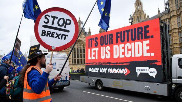 Những người chống Brexit biểu tình trước trụ sở Quốc hội Anh ở London - Sputnik Việt Nam