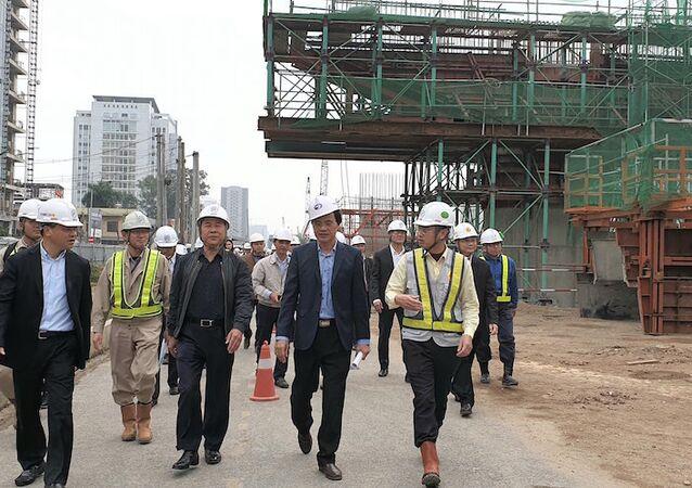 Thứ trưởng Nguyễn Văn Công kiểm tra, chúc Tết người lao động tại Dự án cầu cạn Mai Dịch - Nam Thăng Long