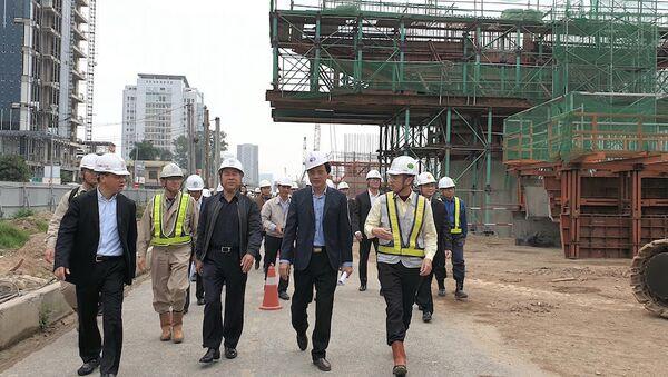 Thứ trưởng Nguyễn Văn Công kiểm tra, chúc Tết người lao động tại Dự án cầu cạn Mai Dịch - Nam Thăng Long - Sputnik Việt Nam