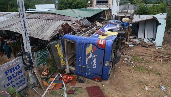 Hiện trường vụ tai nạn nghiêm trọng làm 38 người bị thương tại Khánh Hòa. - Sputnik Việt Nam