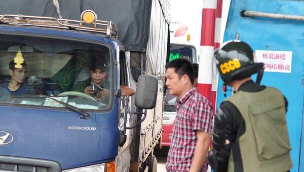 Kẹt xe ngày 8/1 tại BOT Sóc Trăng. - Sputnik Việt Nam