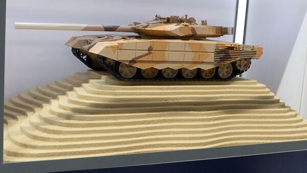 Mô hình xe tăng T-90MS của Nga tại triển lãm vũ khí quốc tế IDEX-2019 Abu Dhabi - Sputnik Việt Nam