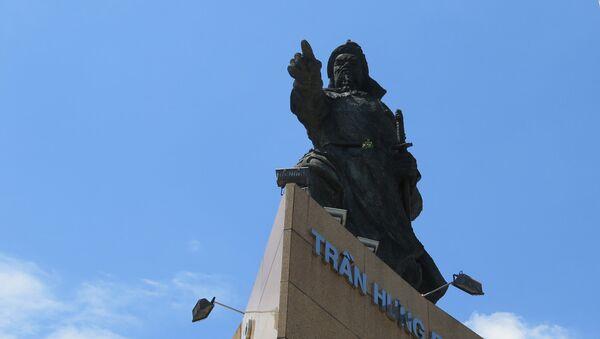 Dời lư hương dưới chân tượng Trần Hưng Đạo: 'Đưa việc thờ phụng về đúng vị trí' - Sputnik Việt Nam