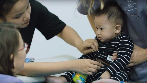 Bác sỹ nắn xương tương lai mơ về Việt Nam - Sputnik Việt Nam