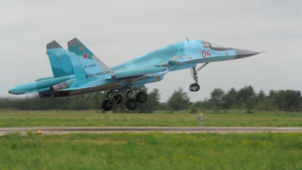 Tiên kích bom Su-34 trong cuộc tập trận kiểm tra khả năng sẵn sàng chiến đấu của các đơn vị Hàng không vũ trụ Nga, 2013 - Sputnik Việt Nam
