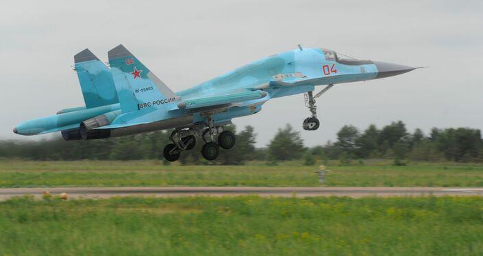 Tiên kích bom Su-34 trong cuộc tập trận kiểm tra khả năng sẵn sàng chiến đấu của các đơn vị Hàng không vũ trụ Nga, 2013