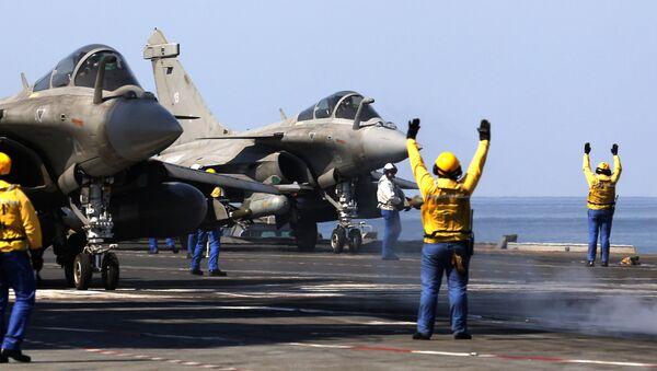 Không lực Pháp lần đầu xuất kích tấn công vị trí của IS tại Syria - Sputnik Việt Nam