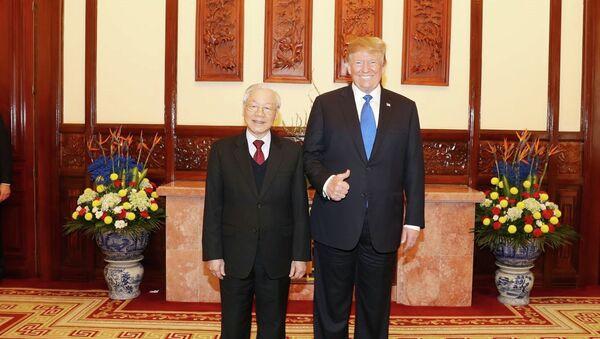 Tổng Bí thư, Chủ tịch nước Nguyễn Phú Trọng tiếp riêng Tổng thống Mỹ Donald Trump. - Sputnik Việt Nam