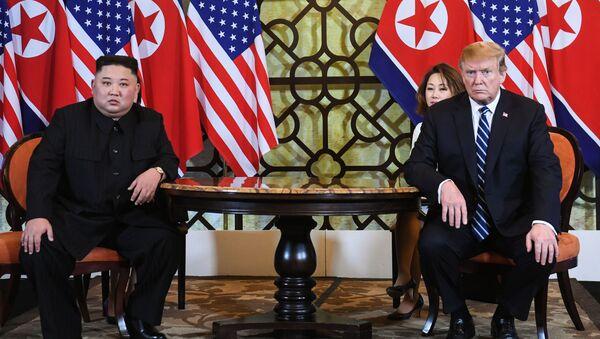 Tổng thống Hoa Kỳ Donald Trump và nhà lãnh đạo Triều Tiên Kim Jong-un tại Hội nghị thượng đỉnh Mỹ- Triều Tiên lần thứ hai tại Hà Nội, Việt Nam - Sputnik Việt Nam