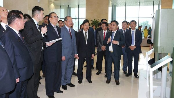Đoàn đại biểu Đảng Lao động Triều Tiên thăm Tập đoàn Công nghiệp – Viễn thông Quân đội (Viettel) - Sputnik Việt Nam