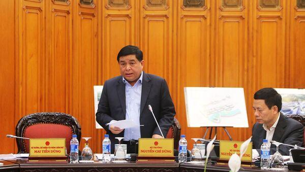 Bộ trưởng KH&ĐT Nguyễn Chí Dũng báo cáo việc thành lập Trung tâm đổi mới sáng tạo quốc gia. - Sputnik Việt Nam