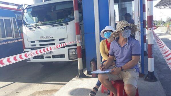 Người dân tổ chức nhóm hơn 10 người đếm xe qua trạm BOT Ninh Lộc từ ngày 26-2 - Sputnik Việt Nam