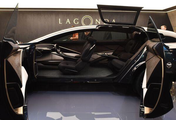 Mẫu xe crossover chạy điện Lagonda All-Terrain trong gian hàng công ty Aston Martin tại Triển lãm ô tô quốc tế Geneva 2019 - Sputnik Việt Nam