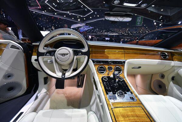 Salon trong xe Bentley tại Triển lãm ô tô quốc tế Geneva 2019 - Sputnik Việt Nam