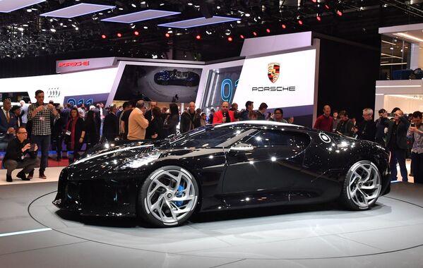 Siêu xe Bugatti La Voiture Noire Hypercar - chiếc xe đắt nhất thế giới - tại Triển lãm ô tô quốc tế Geneva 2019 - Sputnik Việt Nam
