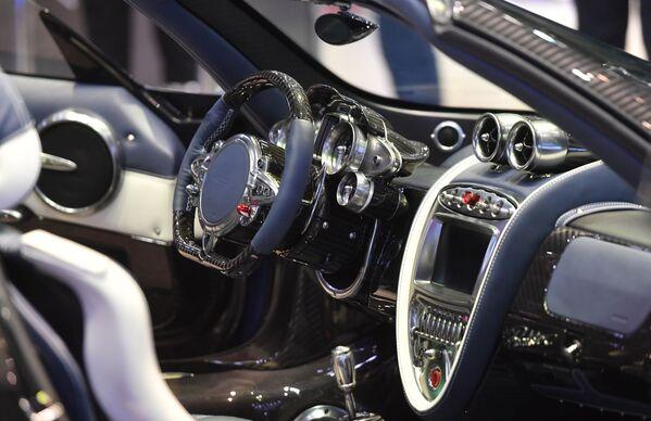 Salon xe roadster Pagani Huayra tại Triển lãm ô tô quốc tế Geneva 2019 - Sputnik Việt Nam