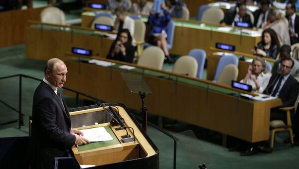 Tổng thống Nga Vladimir Putin phát biểu tại phiên họp toàn thể Đại hội đồng Liên Hợp Quốc lần thứ 70 ở New York - Sputnik Việt Nam