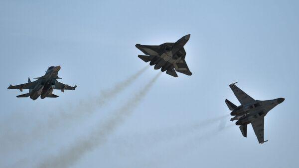 Các máy bay Su-34, T-50 và Su-35 C tại Triển lãm Hàng không và Vụ trụ MAKS- 2015 ở Zhukovsky - Sputnik Việt Nam