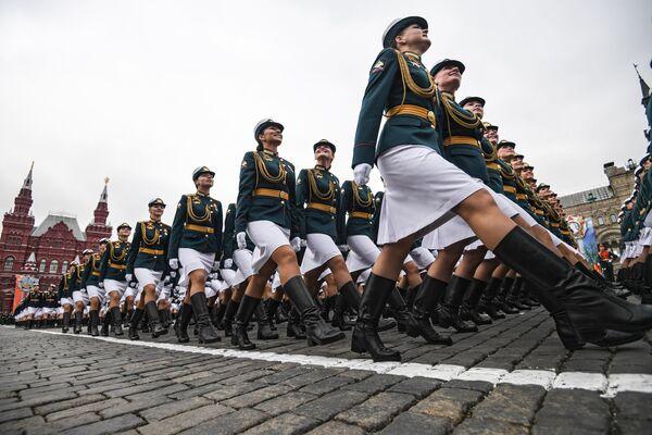 Quân nhân thuộc các đơn vị tham gia buổi diễn tập chung trước cuộc diễu hành quân sự trên Quảng trường Đỏ - Sputnik Việt Nam